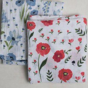 MUSELINA DE ALGODÓN ORGÁNICO Flores rojas y azules