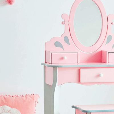 Tocador rosa para niños en el dormitorio de la marca efinant campos Fantasy