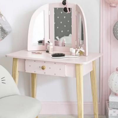 tocador rosa en el dormitorio de Maisons du Monde