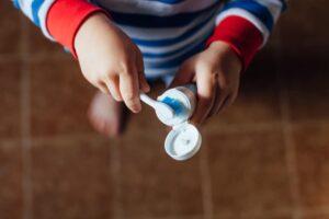10 consejos para ayudar a nuestros niños a cepillarse los dientes