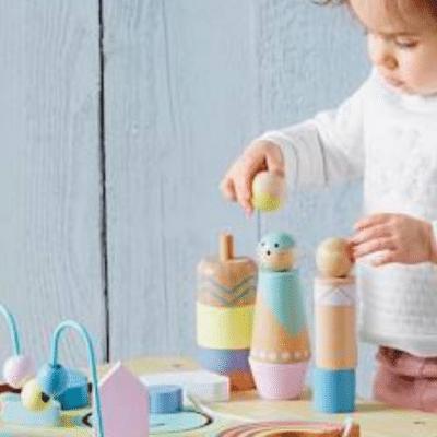 mesa de actividad fotográfica little sioux con marca infantil vertbaudet