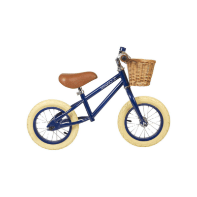 Primero vaya a la bicicleta sin pedales banwood para niños con canasta de mimbre