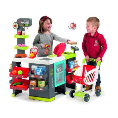 Dos niños juegan en la marca de mercado Maxi Smoby.