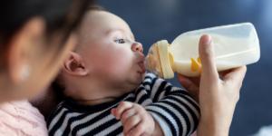 El bebé se niega a tomar el biberón, ¿qué hacer?